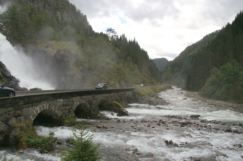 V16-DKNorge 2560 route vers Odda -Latefoss